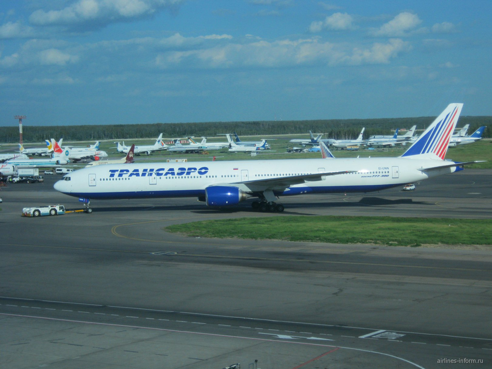 Боинг-777-300 Трансаэро в аэропорту Домодедово