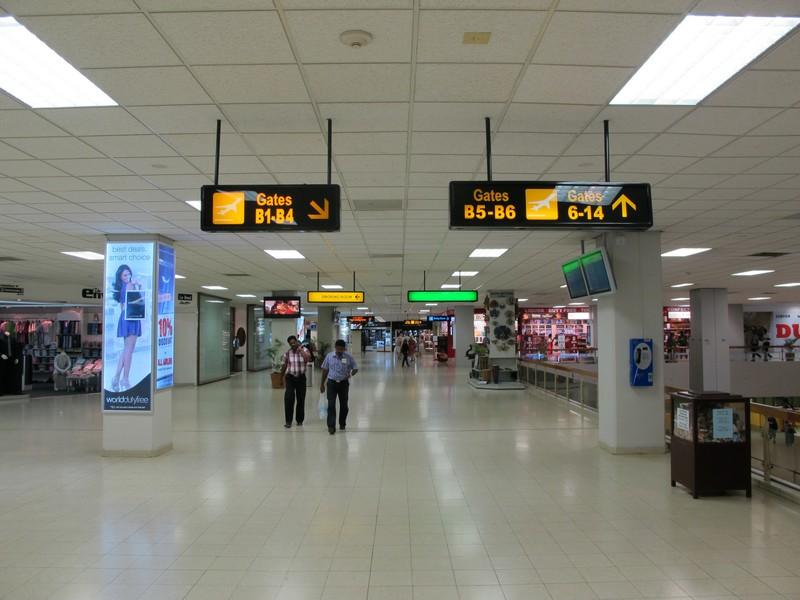 На втором этаже аэропорта Коломбо Бандаранайке