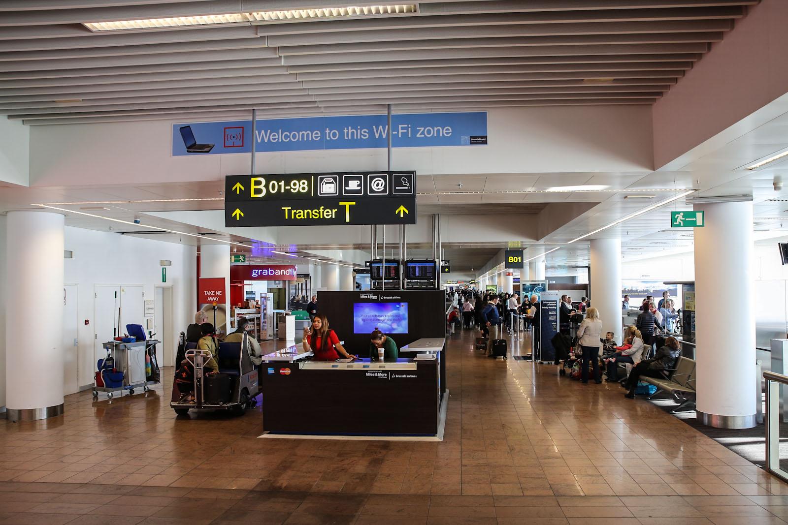 В зоне вылета пирса B аэропорту Брюссель