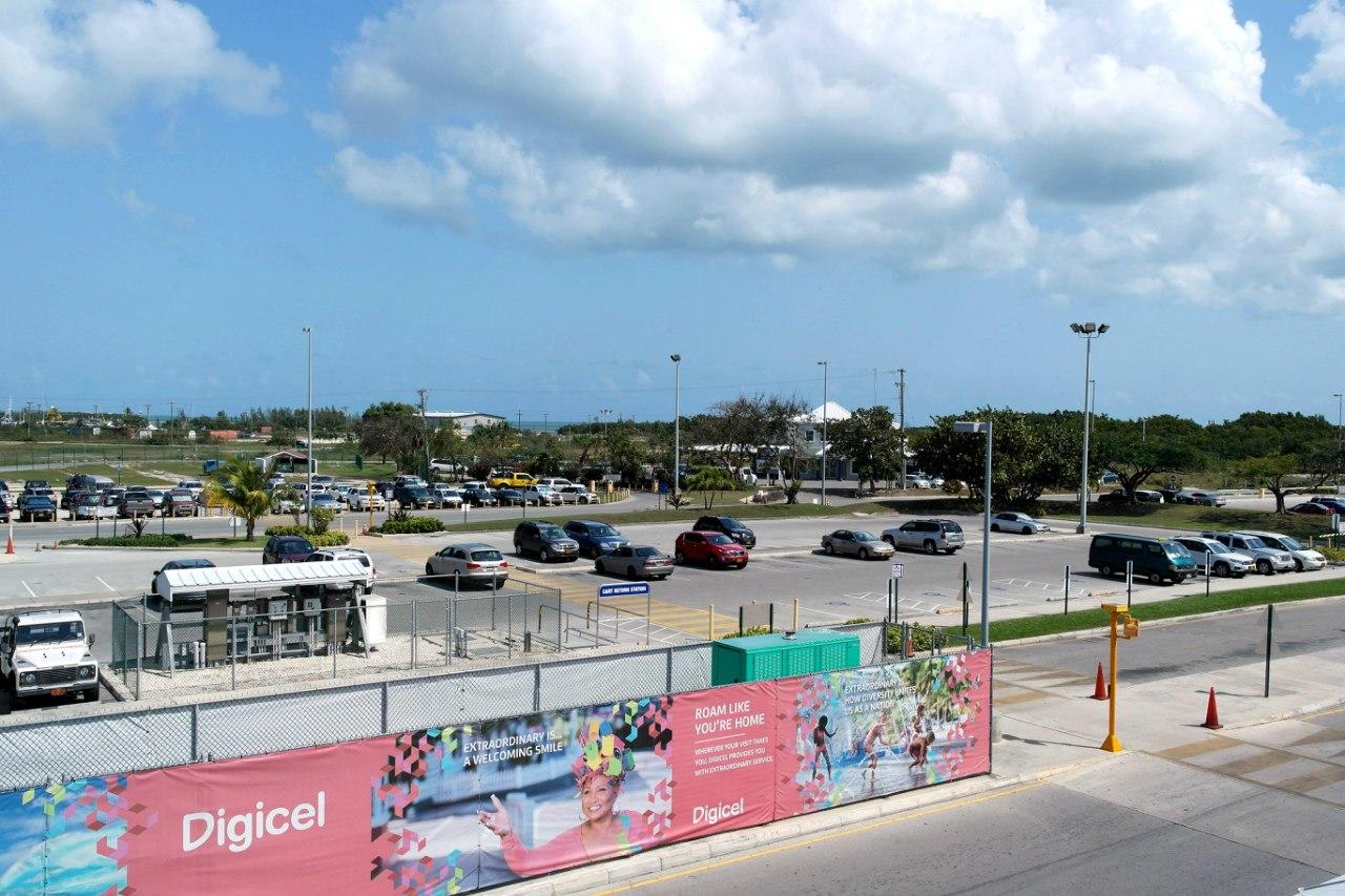 Парковка в аэропорту Джорджтаун на Каймановых островах