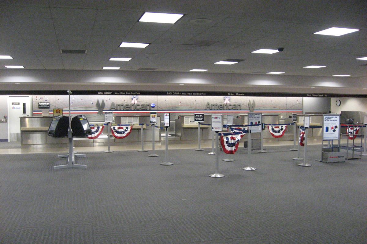 Стойки регистрации American Airlines в аэропорту Тусон