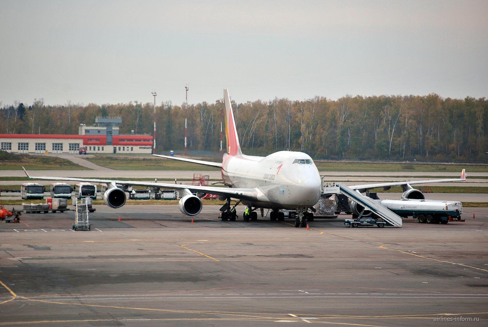 Грузовой самолет Боинг-747-400 HL7618 авиакомпании Asiana Cargo в аэропорту Домодедово