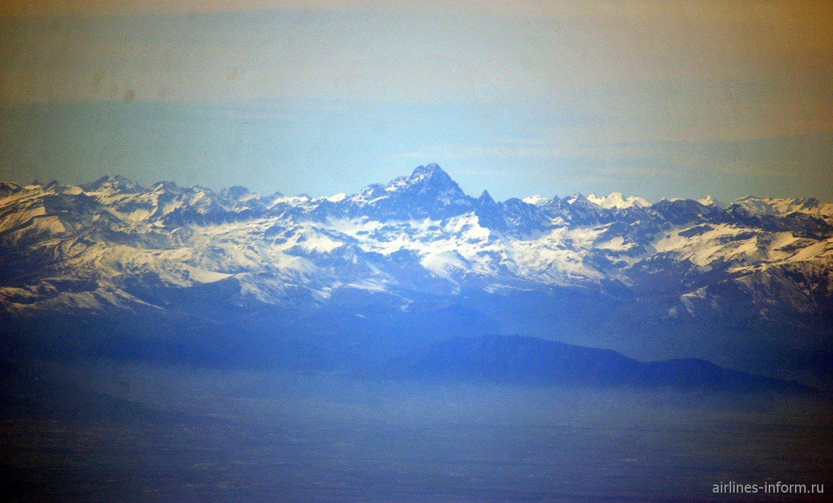 Гора Монте-Визо в Лигурийских Альпах в Италии