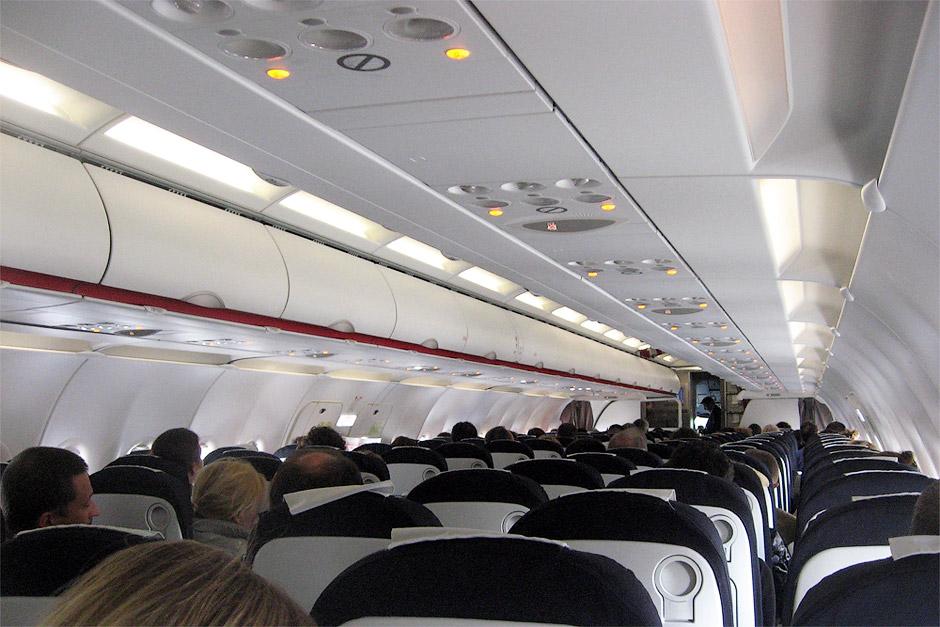 Салон самолета Airbus A320 авиакомпании Air France