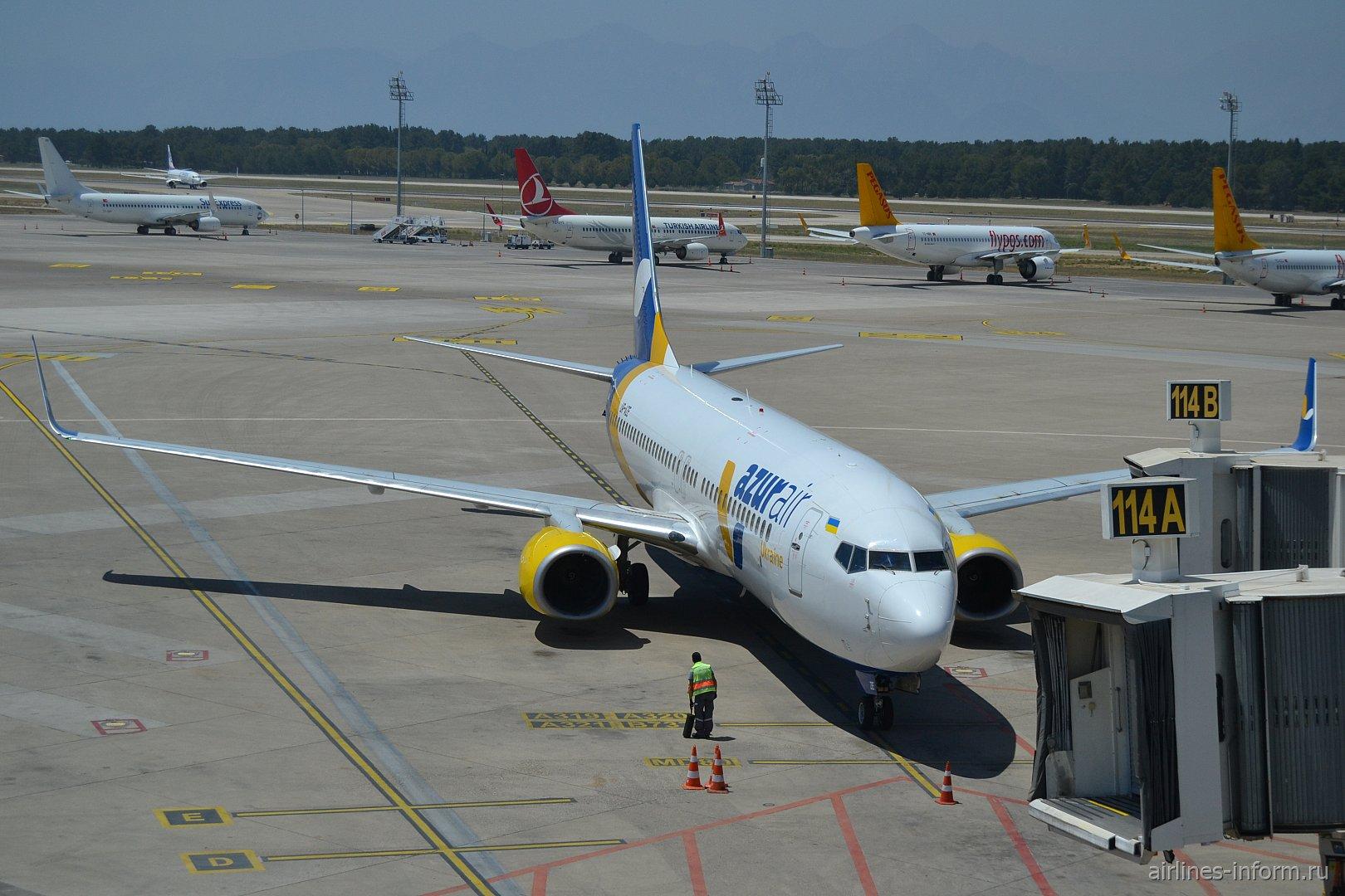 Турция на майские.  Анталья (AYT) - Львов (LWO) B738 Azur Air Ukraine.