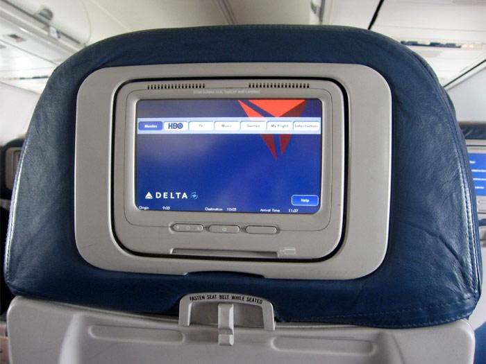 Видеосистема в самолета Боинг-737-800 Delta Air Lines
