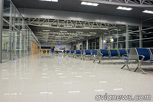Внутри аэровокзала в Харькове