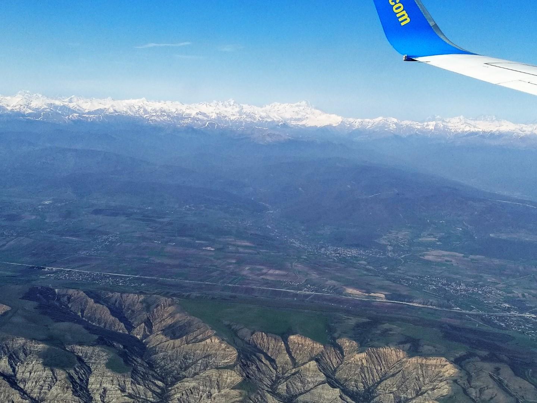 В полете над Грузией. Вдали гора Казбек.
