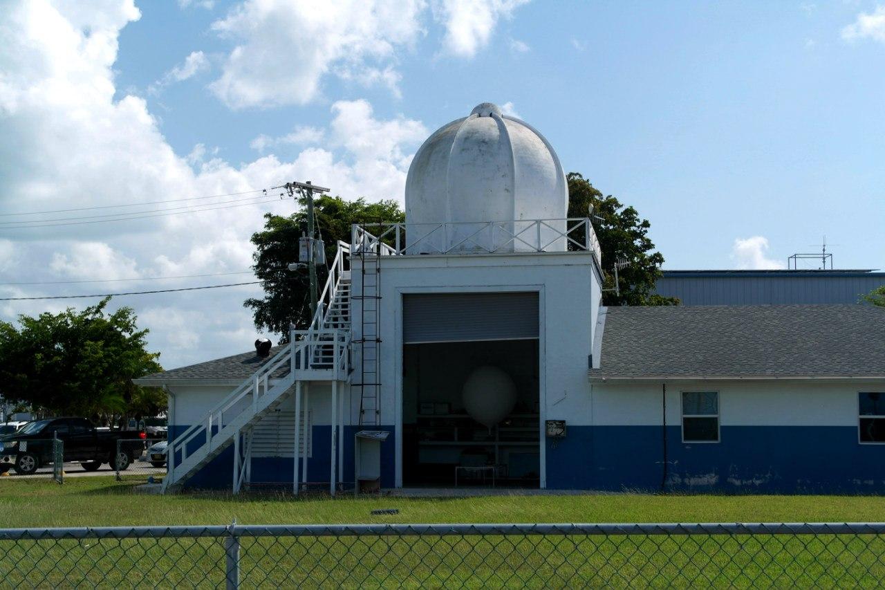 Метеостанция в аэропорту Джорджтаун на Каймановых островах