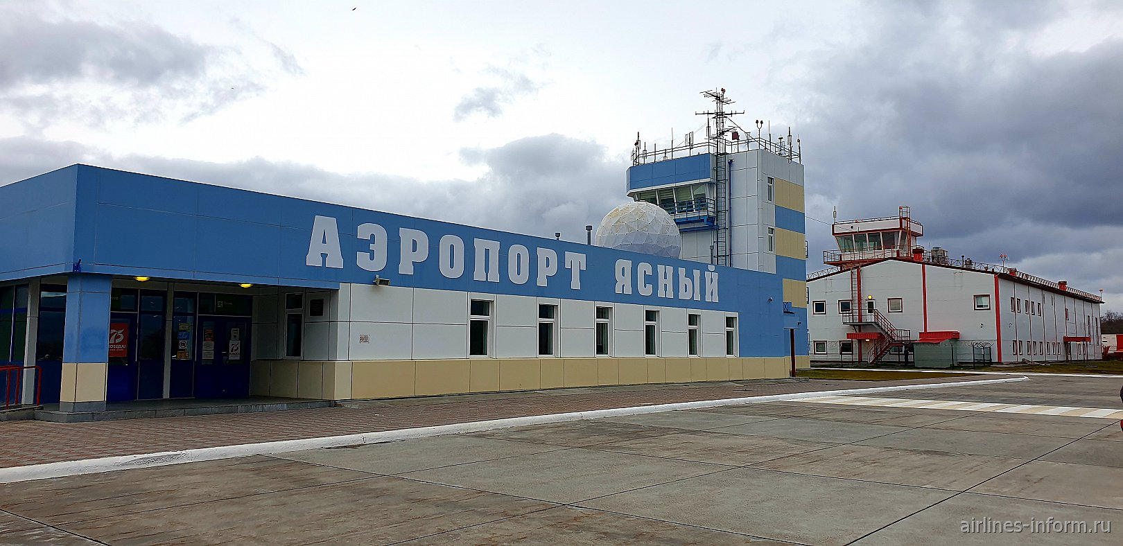 Пассажирский терминал и диспетчерская вышка аэропорта Итуруп Ясный