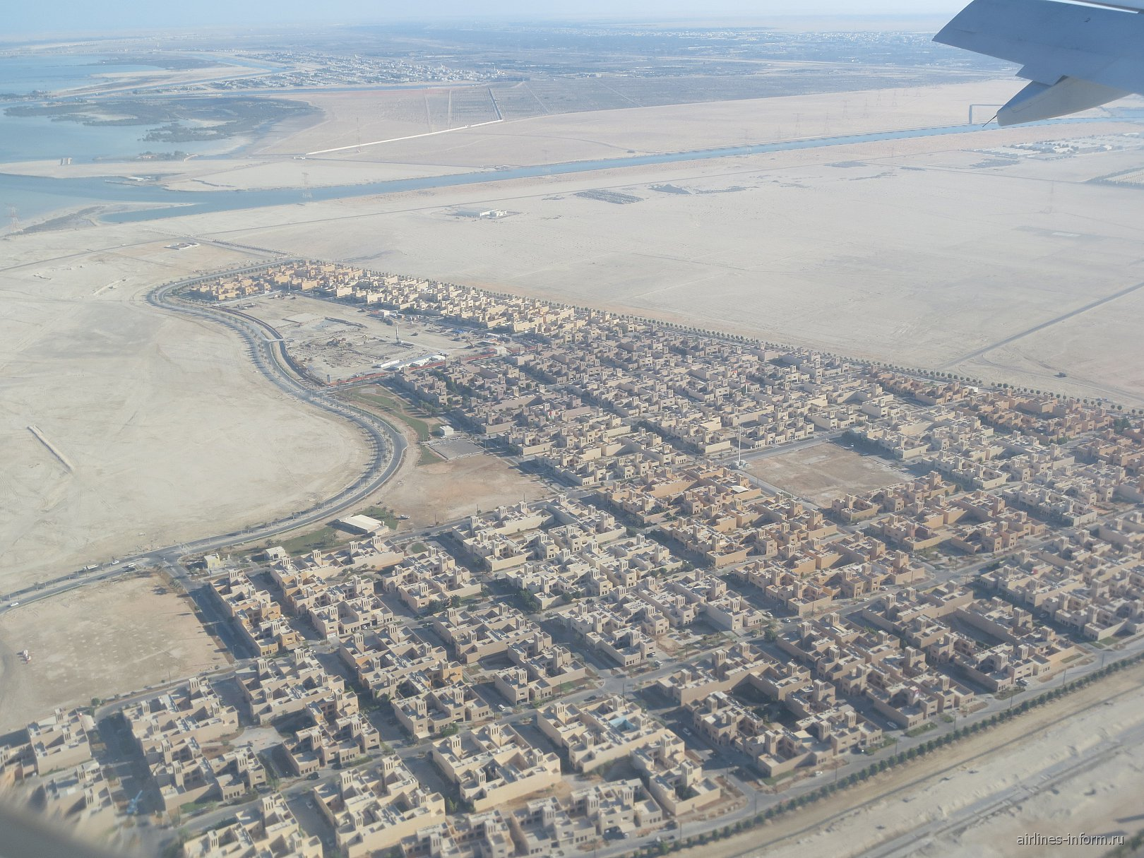 Жилые кварталы перед посадкой в аэропорту Абу-Даби