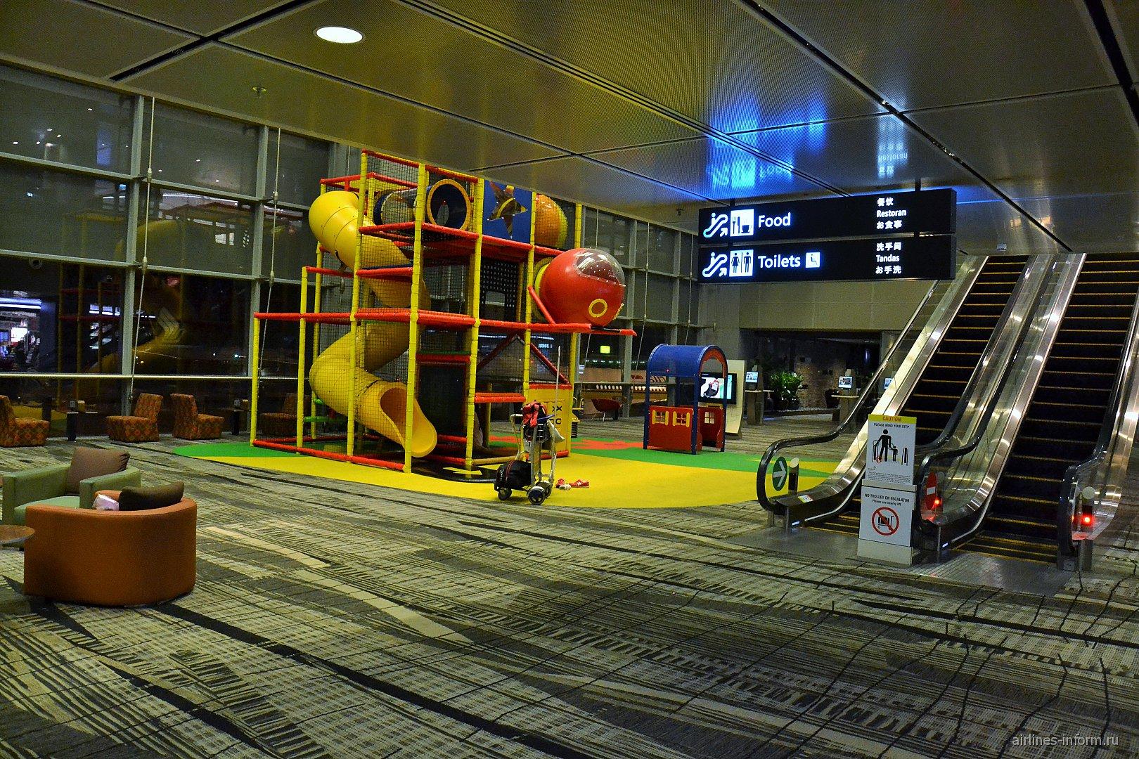 Детская площадка в терминале 3 аэропорта Сингапур Чанги