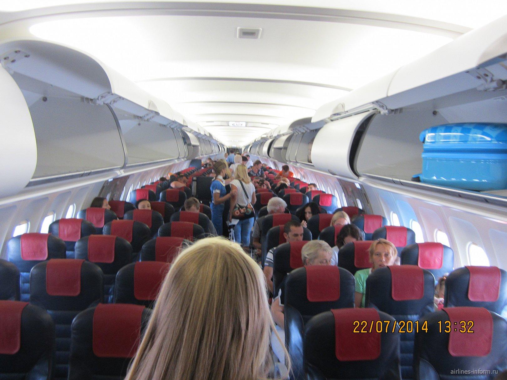 Салон самолета Airbus A321 авиакомпании Windrose