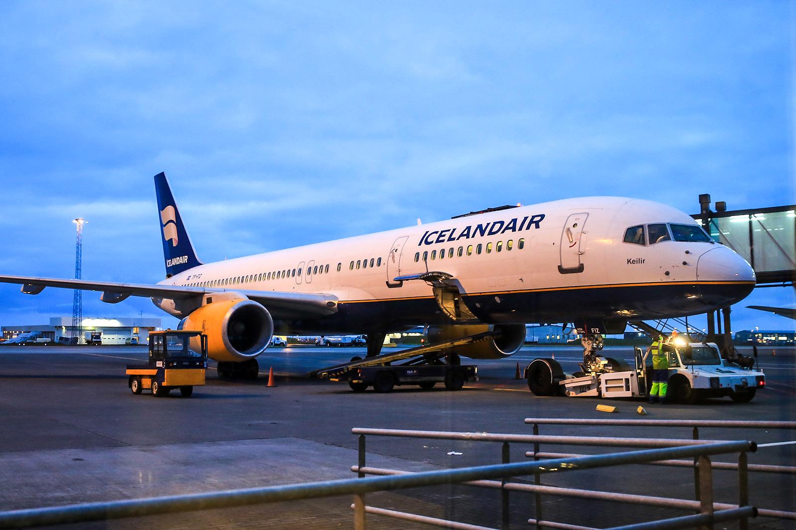 "Боинг-757-200 Keilir"" авиакомпании Icelandair в аэропорту Рейкьявика"