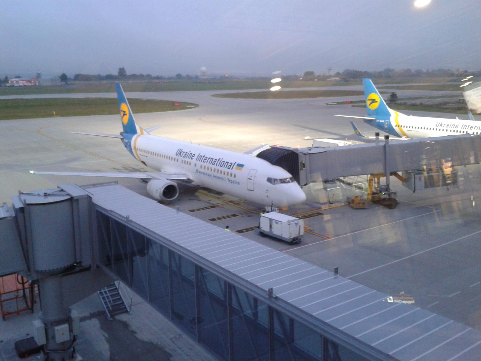 Боинг-737-400 МАУ в аэропорту Львов