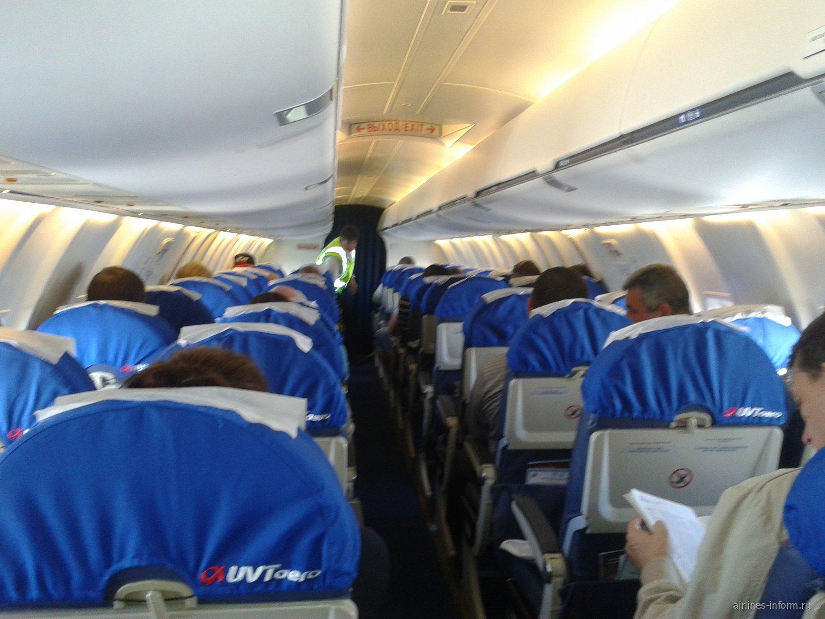 Салон самолета Bombardier CRJ200 авиакомпании ЮВТ-аэро