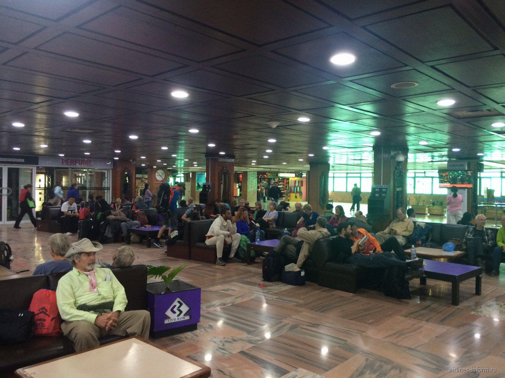 Зал ожидания в аэропорту Катманду