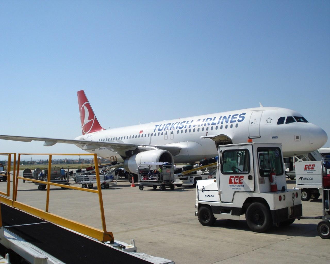Самолет Эрбас А-320 авиакомпании Турецкие авиалинии