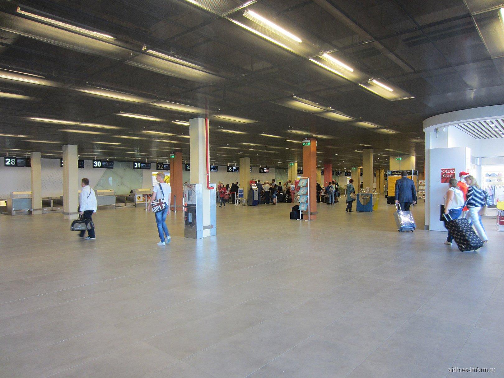 Зал регистрации на рейсы в терминале А аэропорта Екатеринбург Кольцово