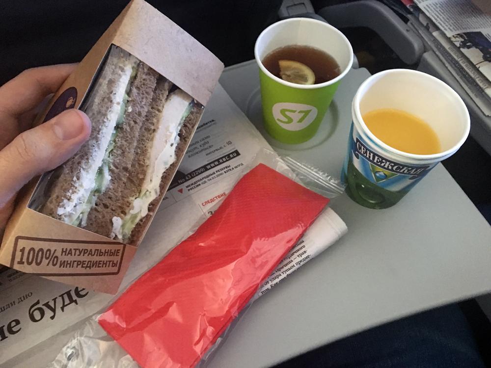 Сандвич и напитки на рейсе S7 Airlines Москва-Калининград
