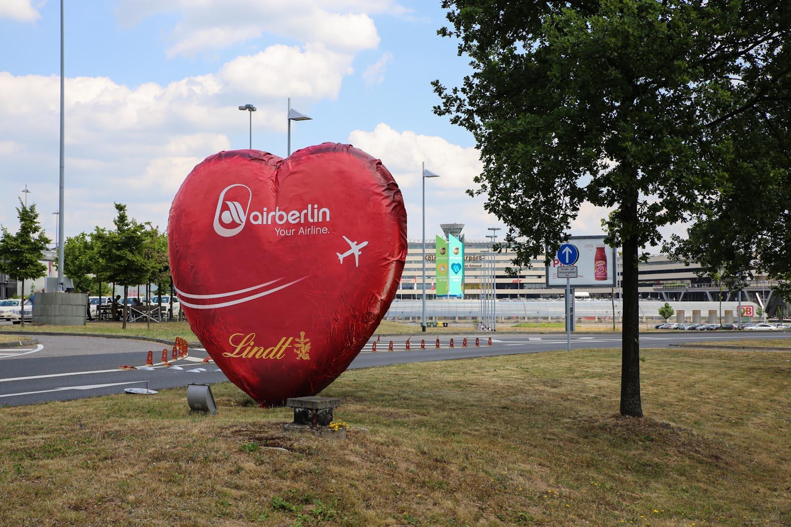 Шоколадное сердце Lindt от airberlin в аэропорту Кёльн/Бонн