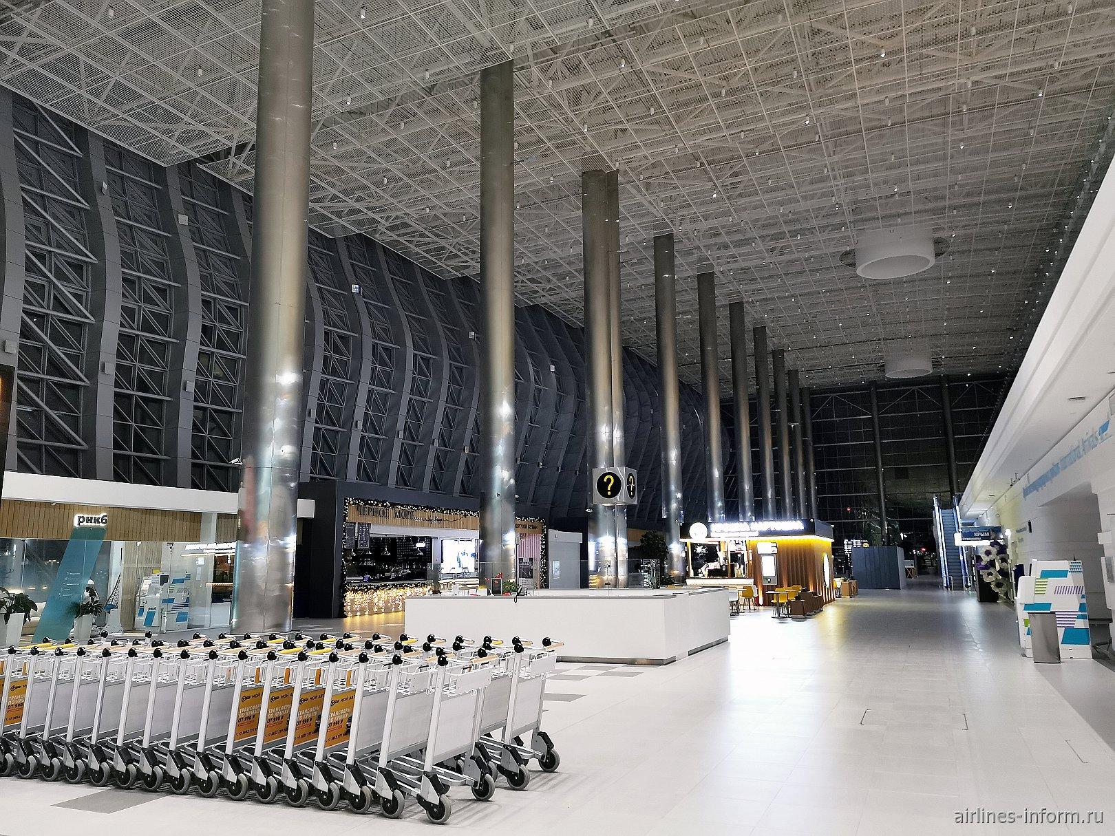 Информационная стойка в аэропорту Симферополь