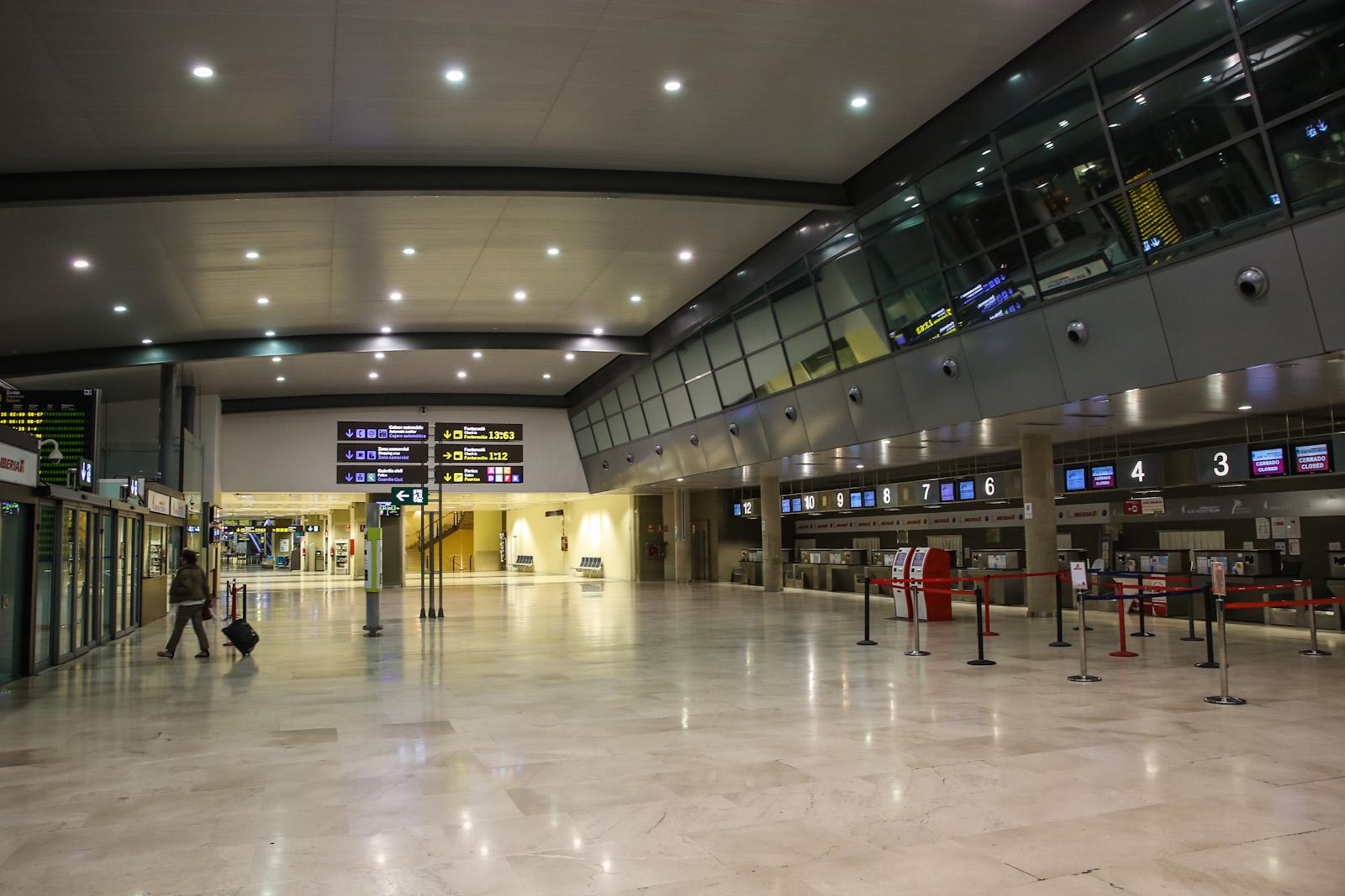 Стойки регистрации в аэропорту Валенсия