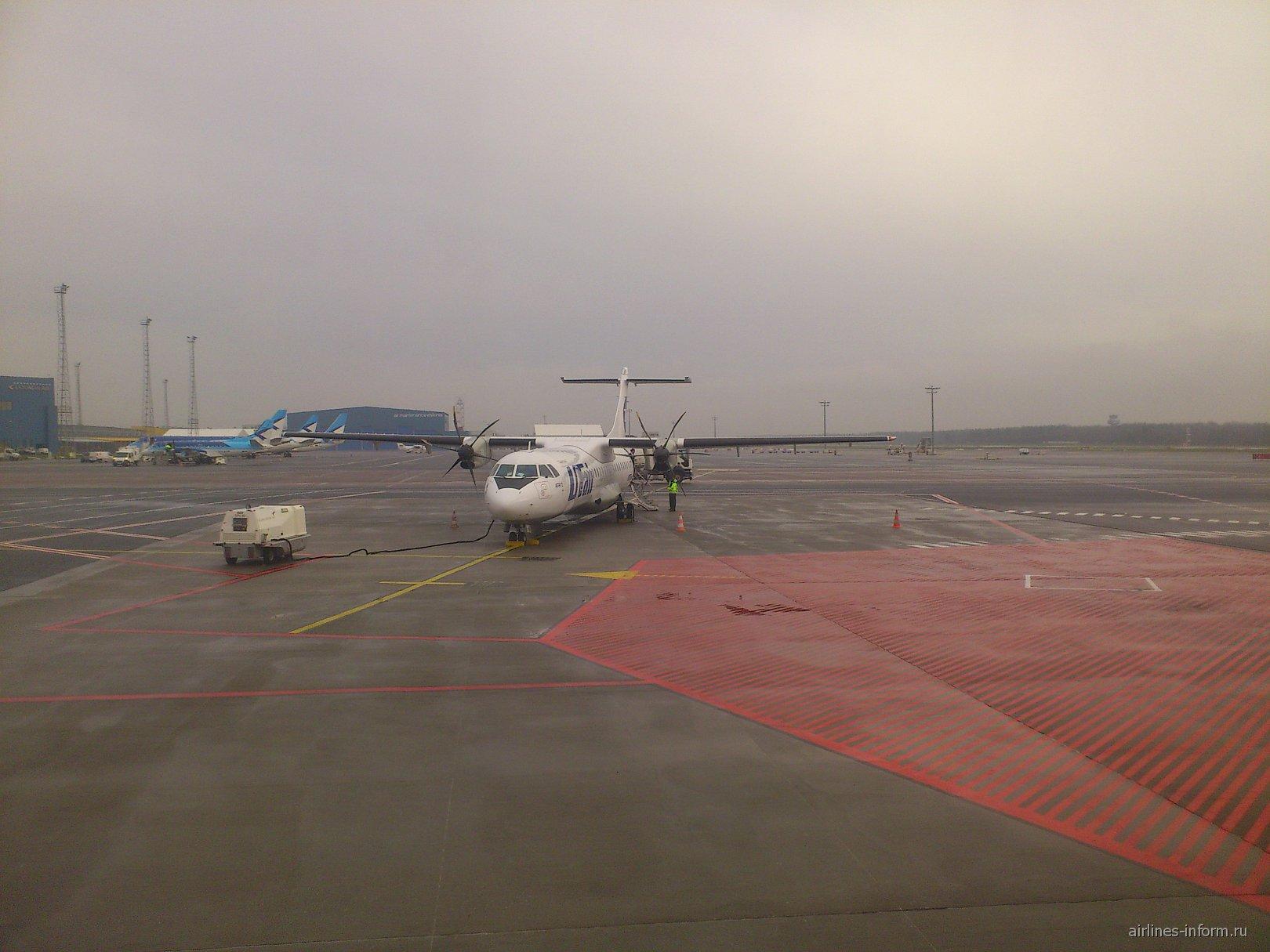 ATR 42 авиакомпании UTair в аэропорту Таллинн