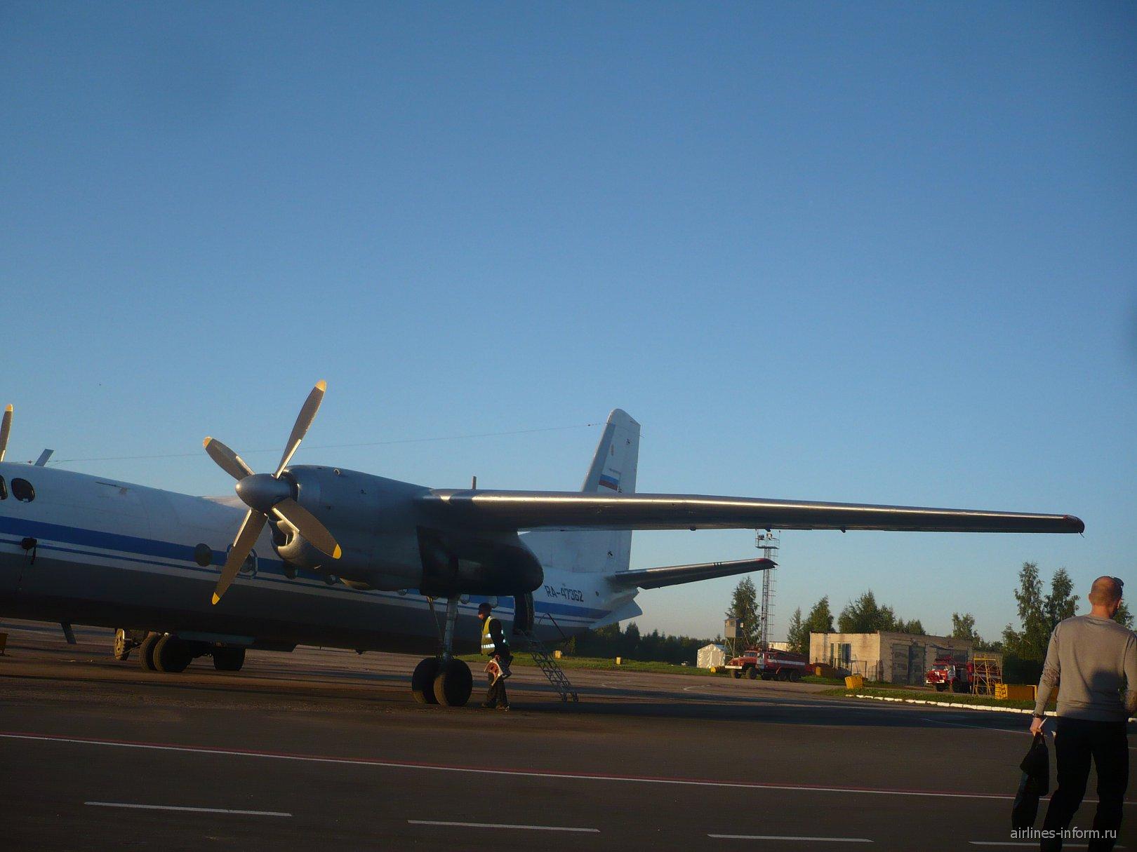 Самолет Ан-24 авиакомпании Псковавиа
