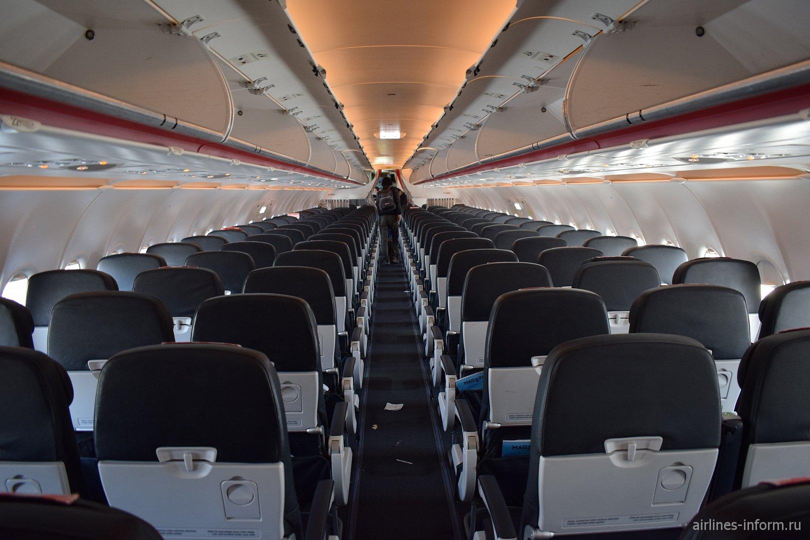 Пассажирский салон самолета Airbus A320 авиакомпании Air France