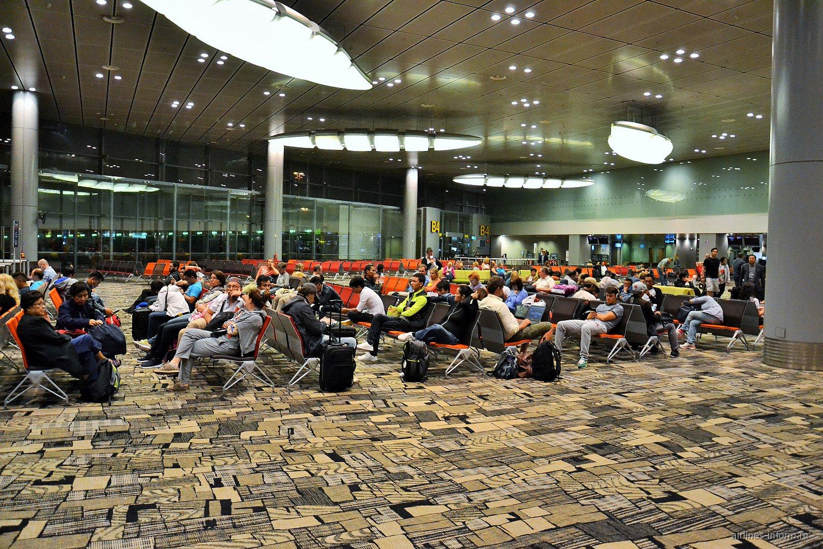 Накопитель перед посадкой на рейс в терминале 3 аэропорта Чанги