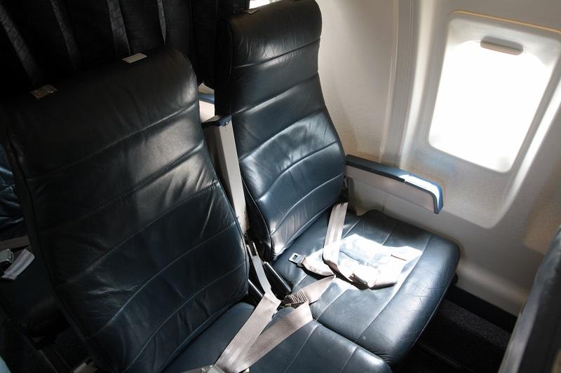 Пассажирские кресла в самолете Bombardier CRJ100 авиакомпании РусЛайн