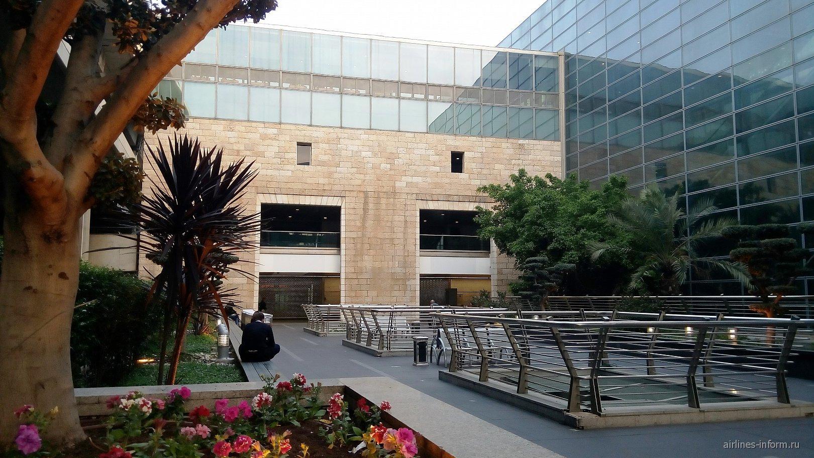 Зеленая зона в аэропорту Тель-Авив Бен Гурион