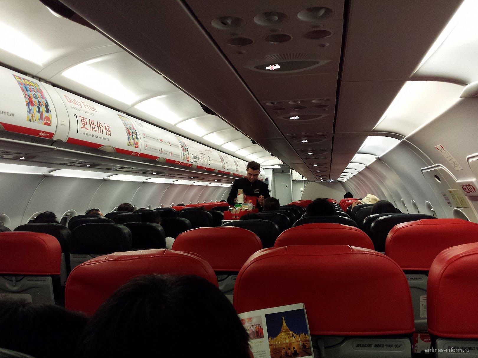 В самолете Airbus A320 авиакомпании AirAsia