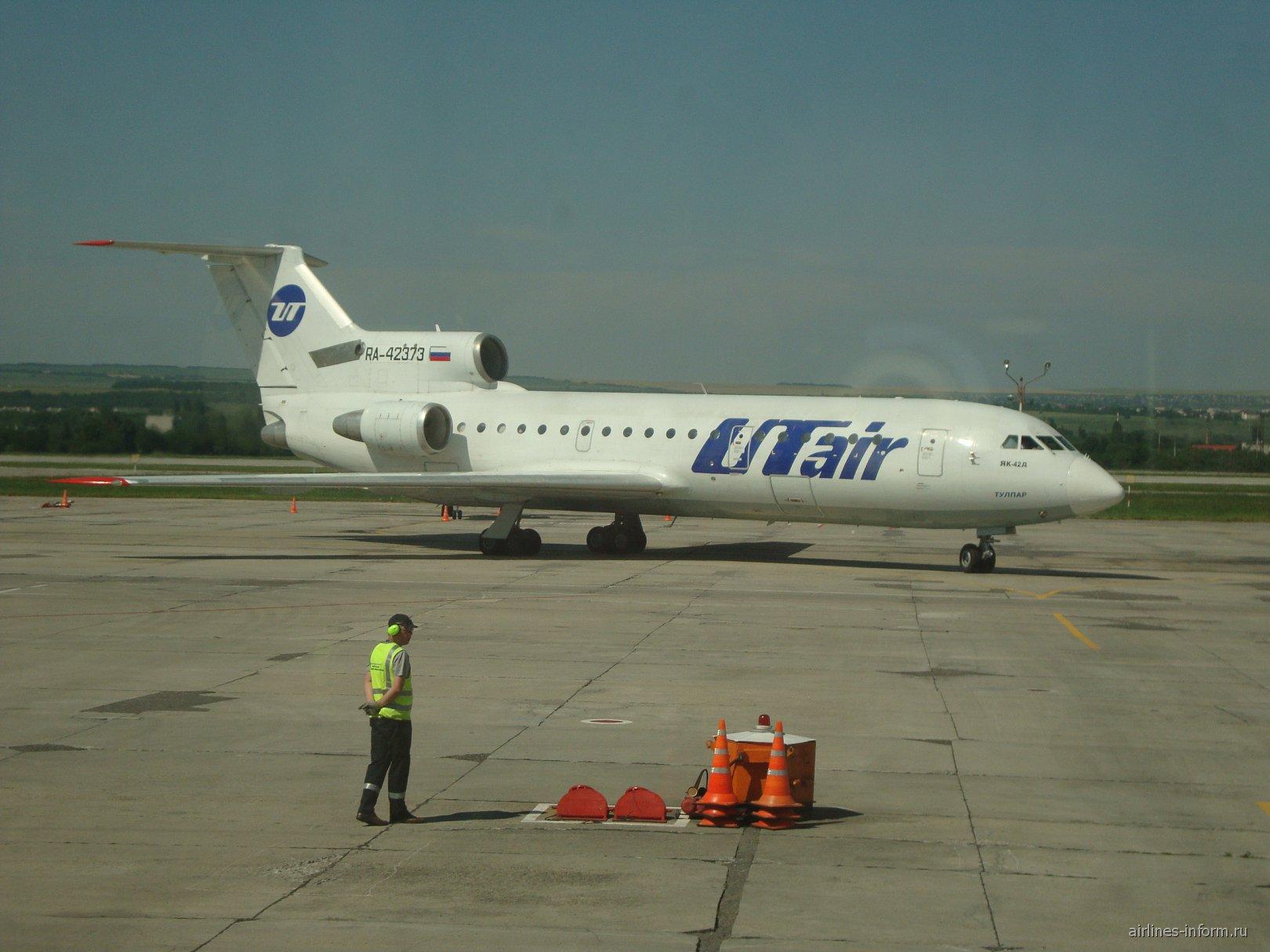 Як-42 ЮТйэр в аэропорту Минеральные Воды