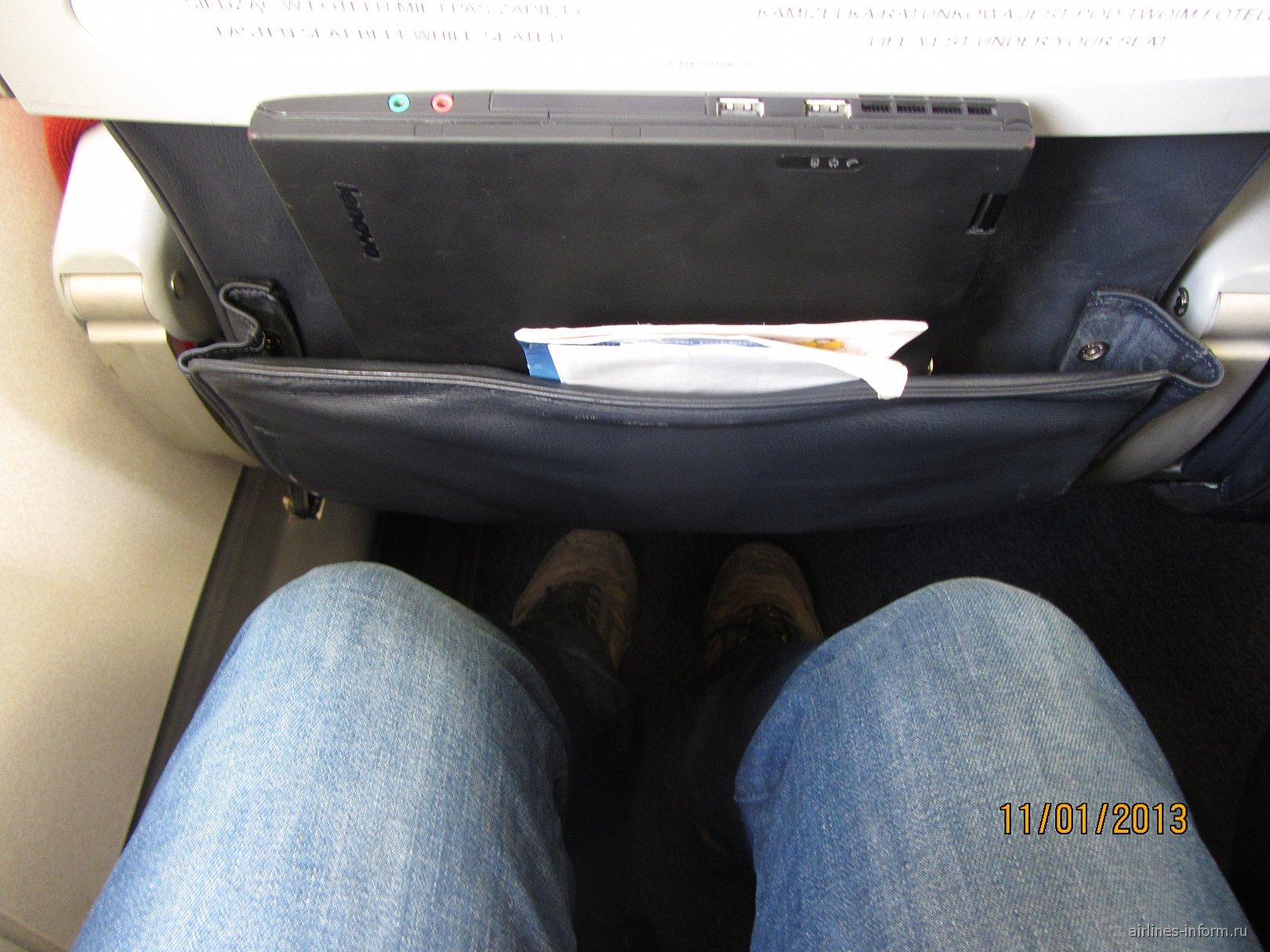Кресла самолета Embraer 175 авиакомпании LOT