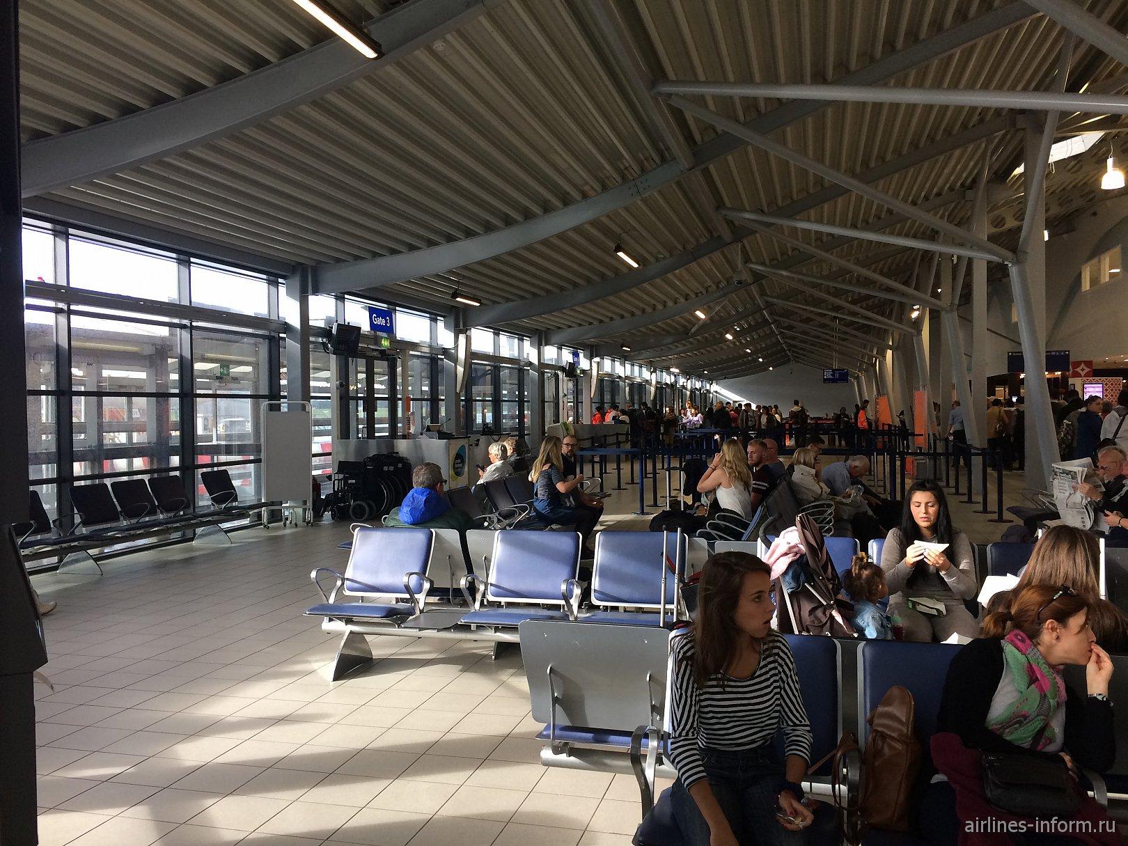 В чистой зоне аэропорта Лондон Саутенд