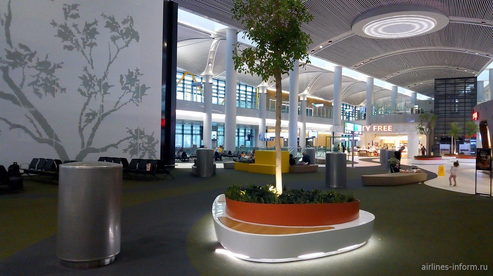 В чистой зоне F аэропорта Стамбул Новый
