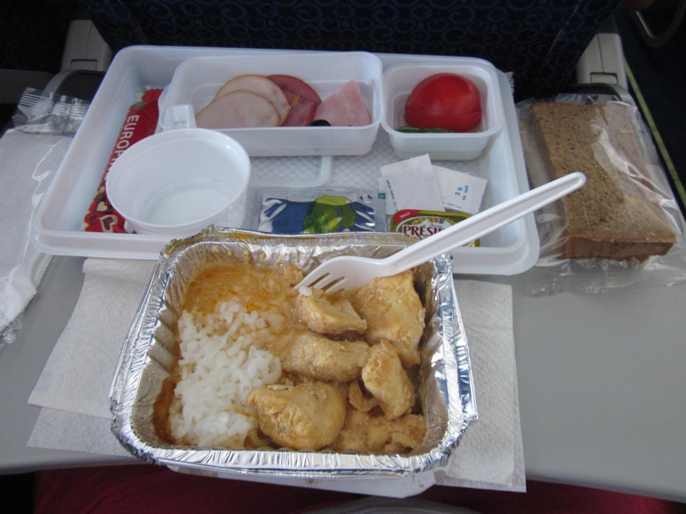 Питание на рейсе Тиват-Москва авиакомпании Ямал