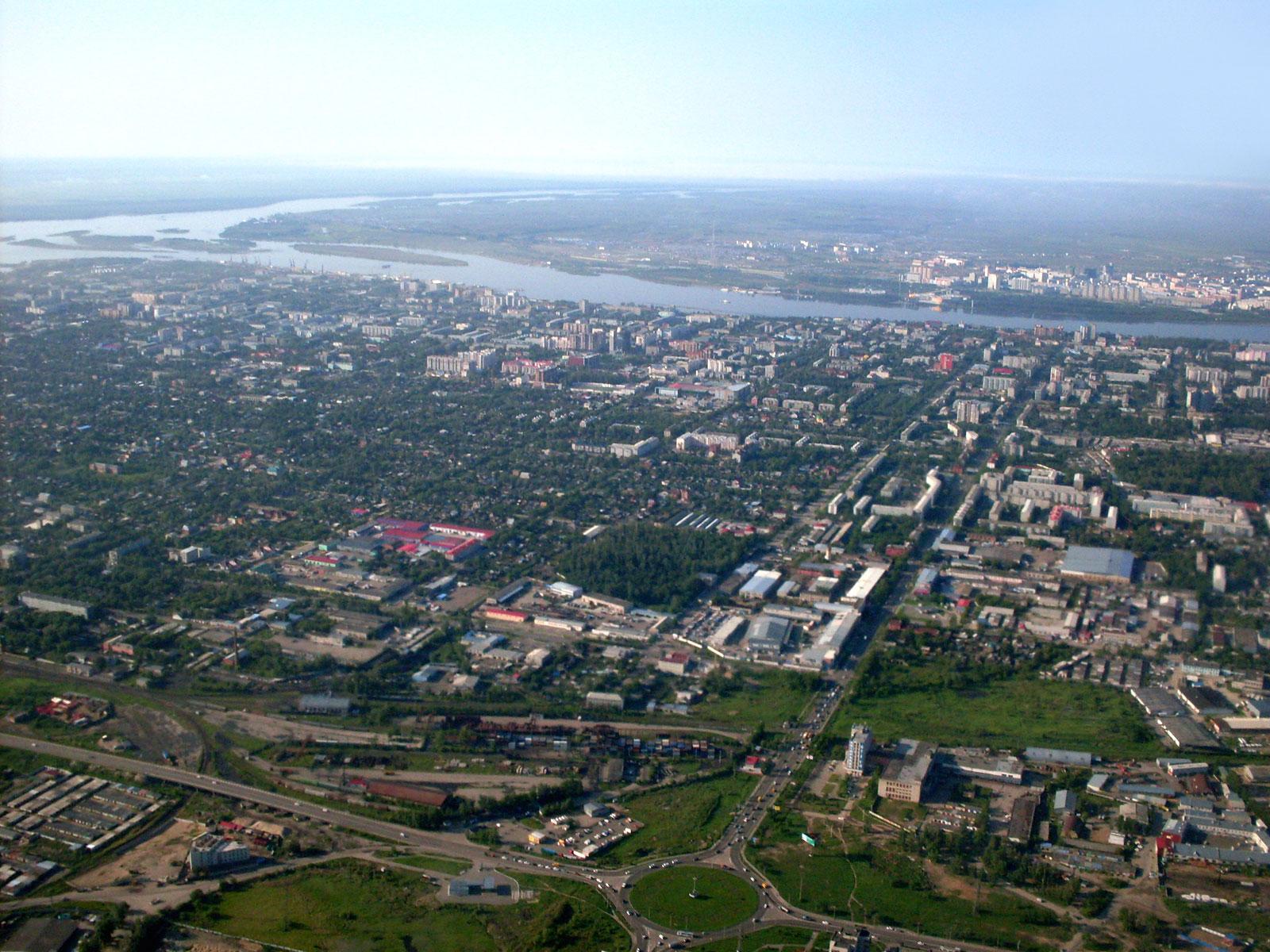 Вид на город Благовещенск перед посадкой в аэропорту