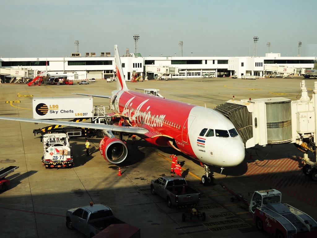 Самолет Airbus A320 Thai AirAsia в аэропорту Бангкок Дон Муанг