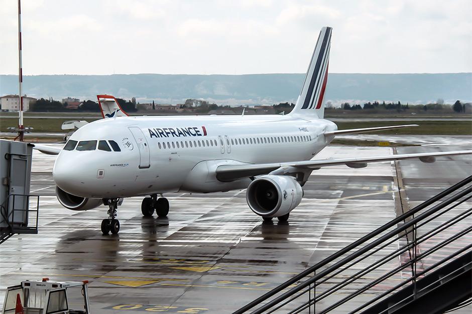 Самолет Airbus A320 авиакомпании Air France в аэропорту Марселя