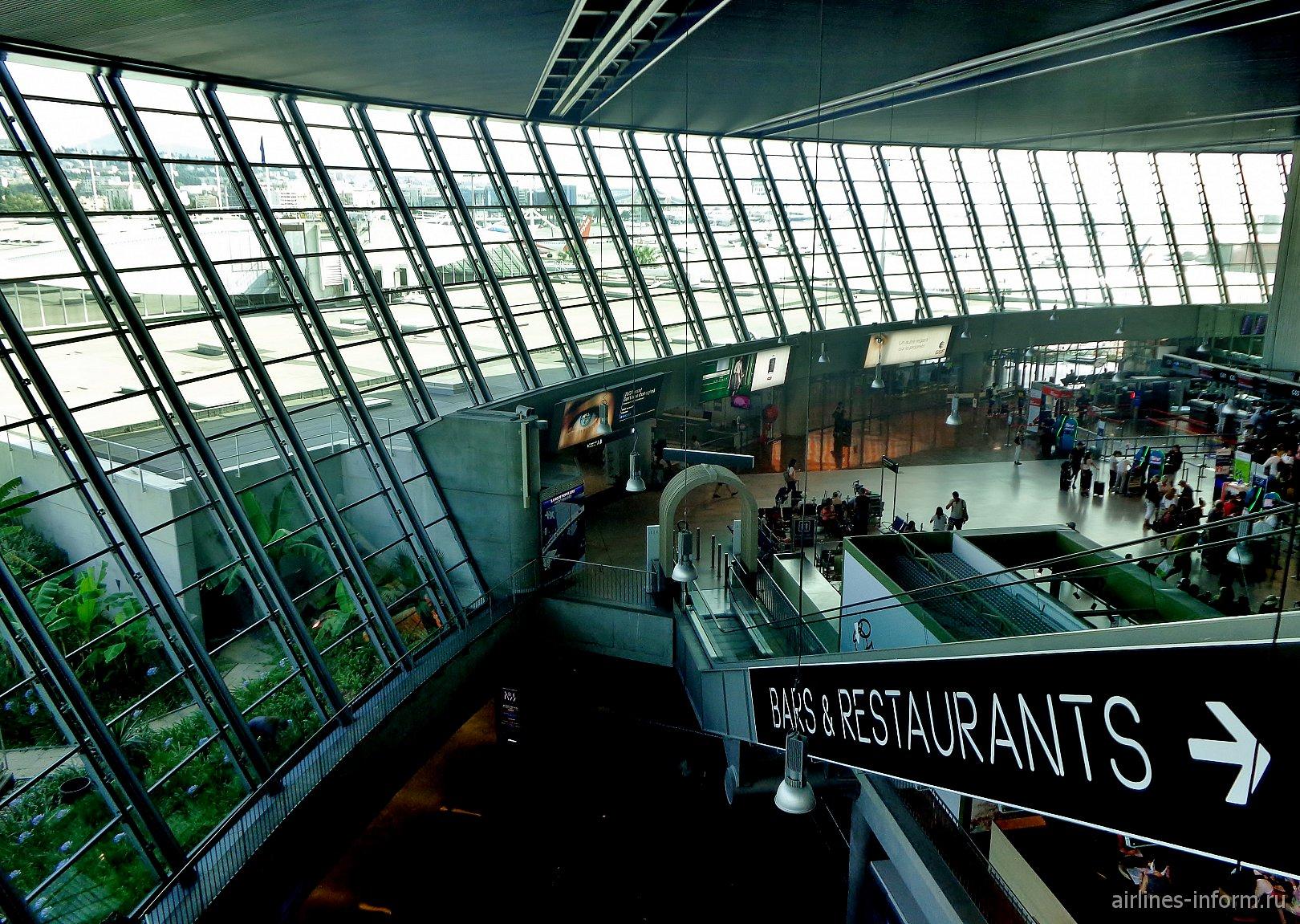 В Терминале 2 аэропорта Ницца Лазурный берег