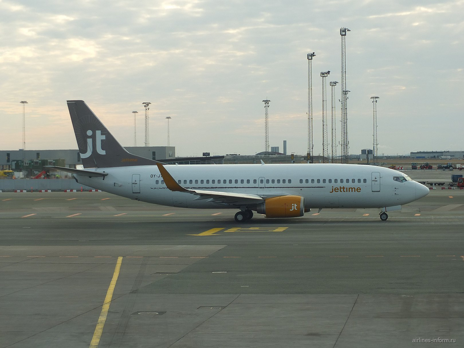 Boeing 737-700 авиакомпании Jet Time в аэропорту Копенгаген Каструп
