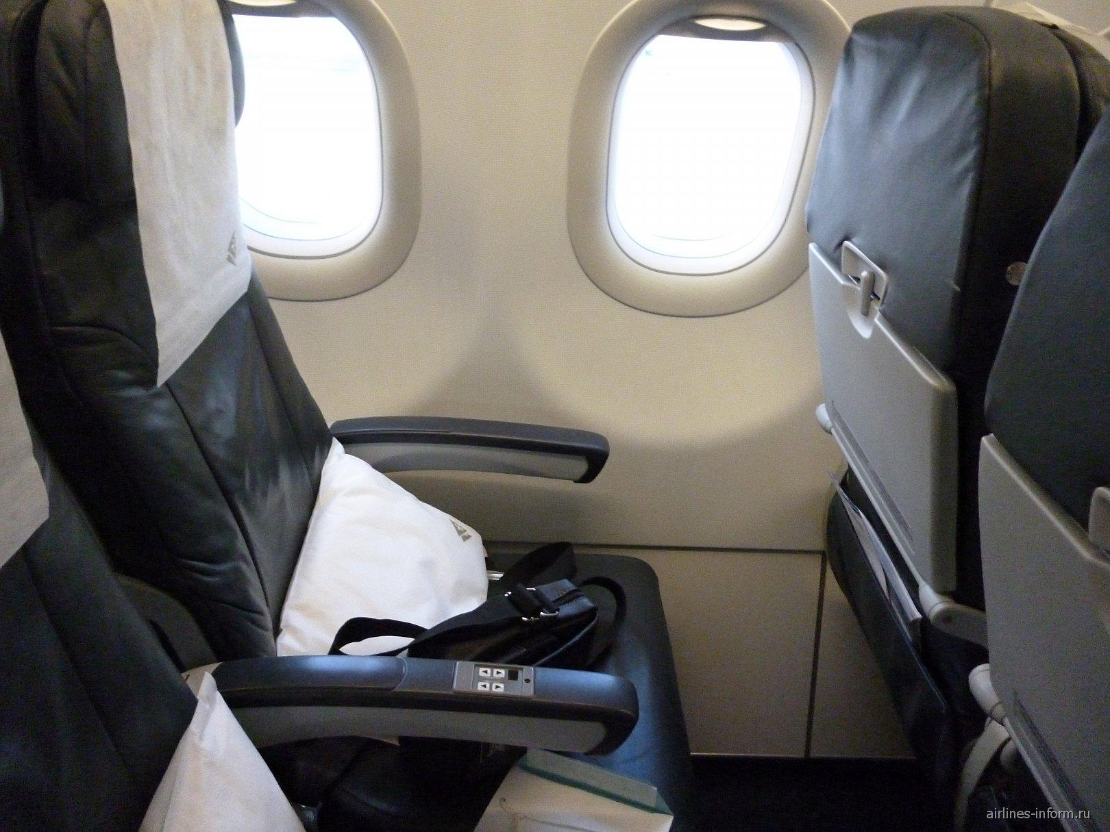 Пассажирское кресло в самолете Airbus A321 авиакомпании Air Astana