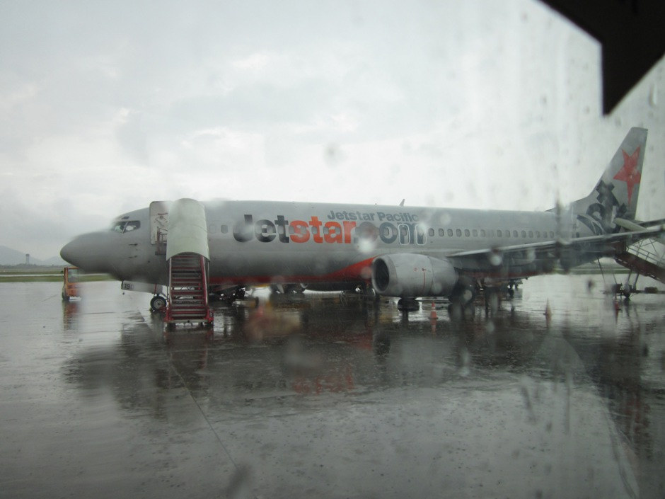Boeing 737-400 of JetStar Pacific has just arrived to Hanoi Airport