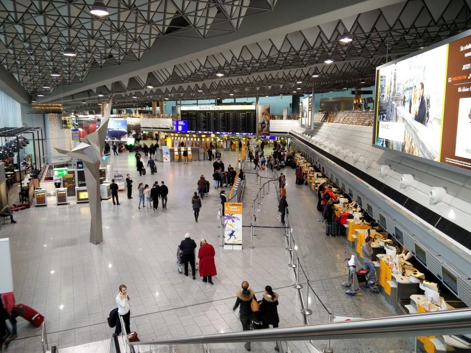 Зал регистрации сектора В терминала 1 аэропорта Франкфурт