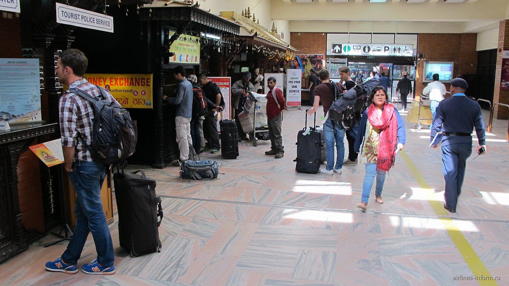 Зал прилета в аэропорту Катманду Трибхуван