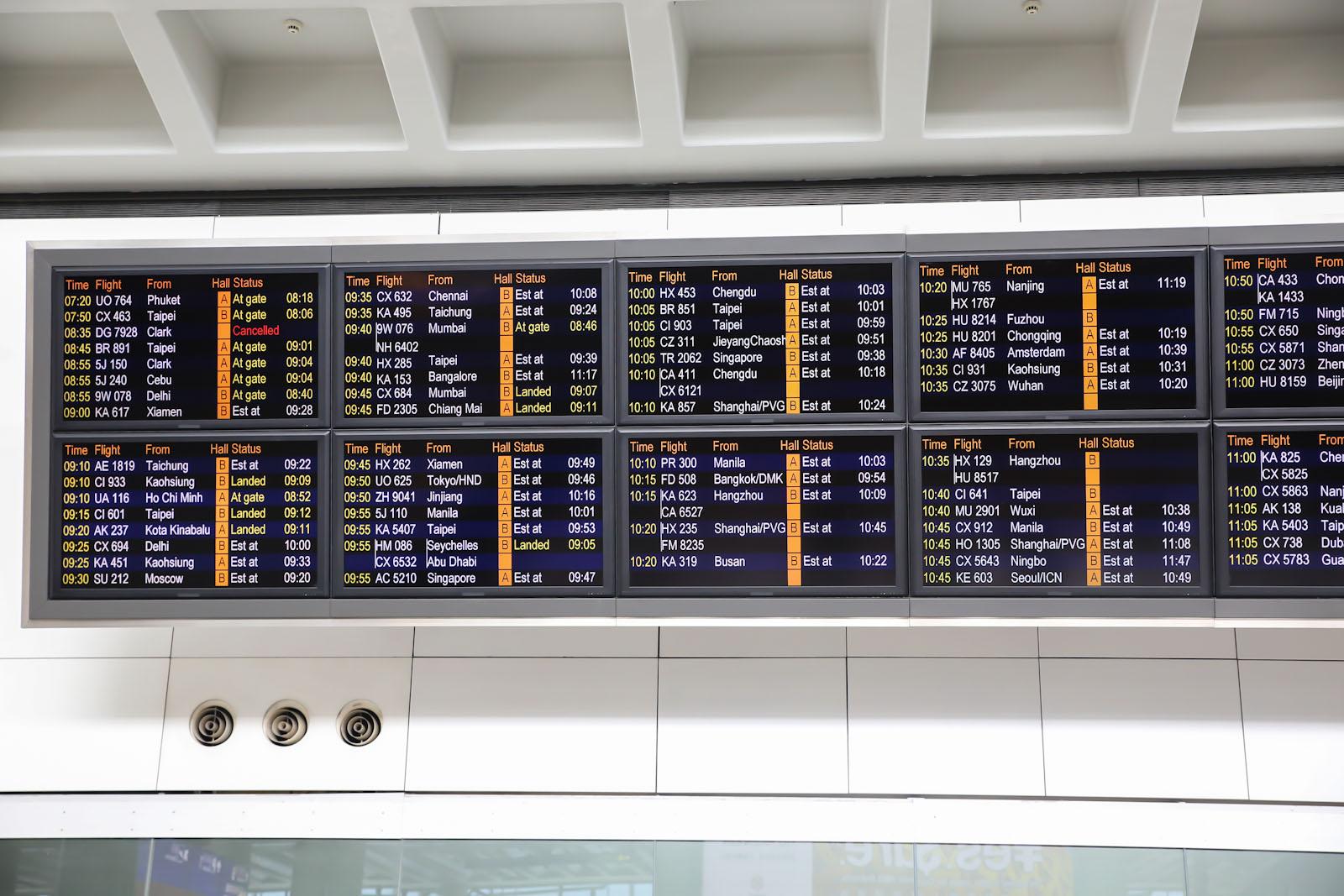 Онлайн-табло прилетов в аэропорту Гонконга