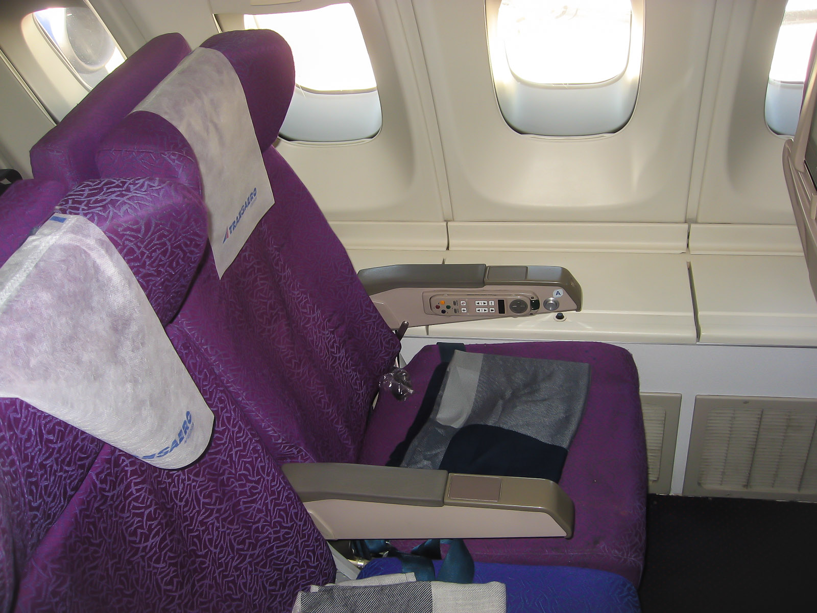 Пассажирские кресла в самолете Боинг-747-400 EI-XLD авиакомпании Трансаэро